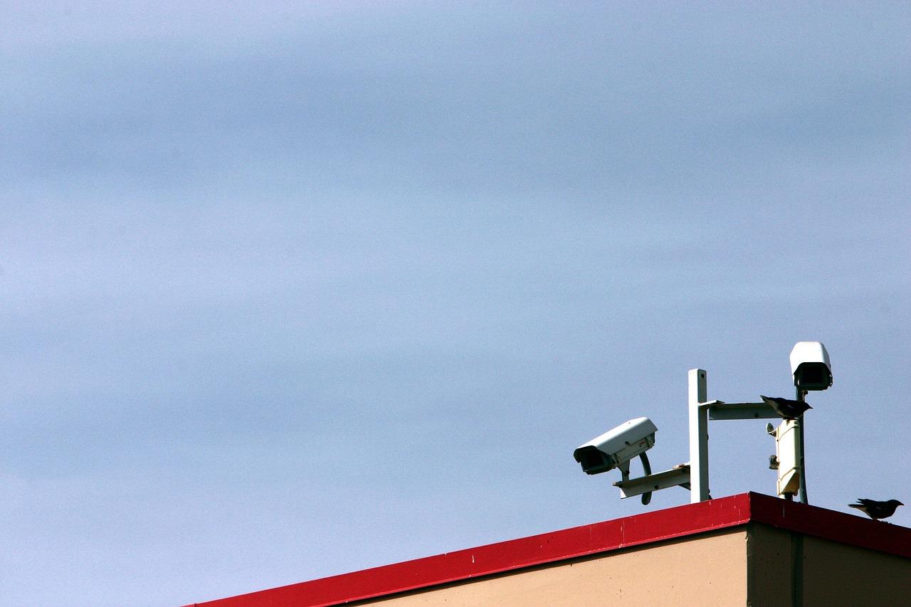 Beruhigt in den Urlaub – Was beim Mieten von Überwachungstechnik wichtig ist